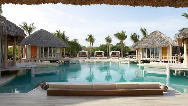 La propiedad de Marc Anthony en Casa de Campo Resort cuenta con dos piscinas, una de ellas tiene arena en el fondo