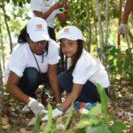 Viva Wyndham Resorts siembra más de diez mil plantas en el destino Romana-Bayahibe